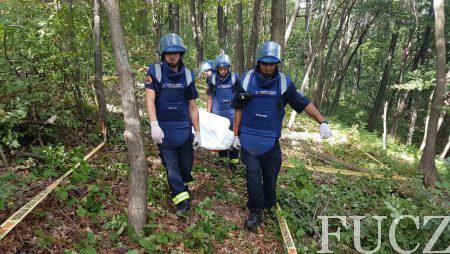 Pripadnici deminerskog tima FUCZ na lokalitetu Radikova kod Lukavca izvukli tijelo drvosječe koji je stradao od mine zaostale iz rata