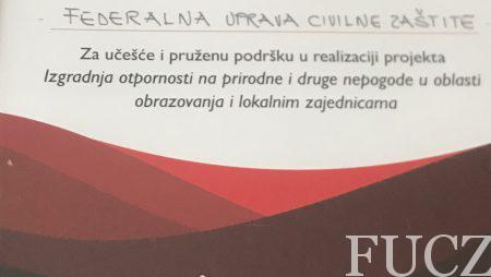 """U okviru konferencije """"Izgradnja i integracija sistema smanjenja rizika od prirodnih i drugih katastrofa u BiH sa fokusom na djecu"""" Save the Children uručio zahvalnicu FUCZ"""