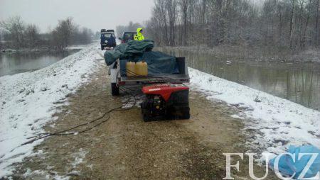 Timovi FUCZ sa šest pumpi visokog kapaciteta već tri dana u Odžačkoj Posavini ispumpavaju vodu
